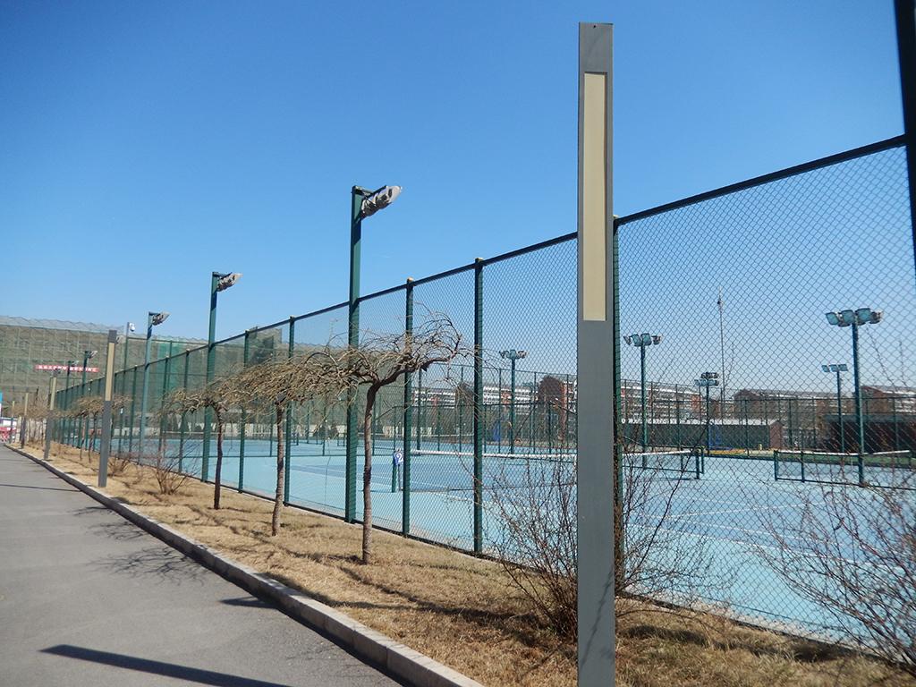 温泉体育中心室外网球场地